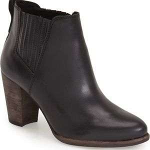 UGG Poppy Chelsea Bootie Black Leather Ankle Boot